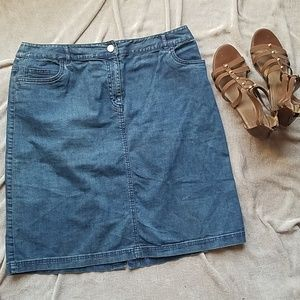 Denim miniskirt with bit of stretch